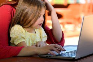 Kiedy pozwolić dziecku korzystać z komputera?