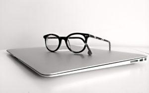Cyfrowe zmęczenie oczu przed komputerem