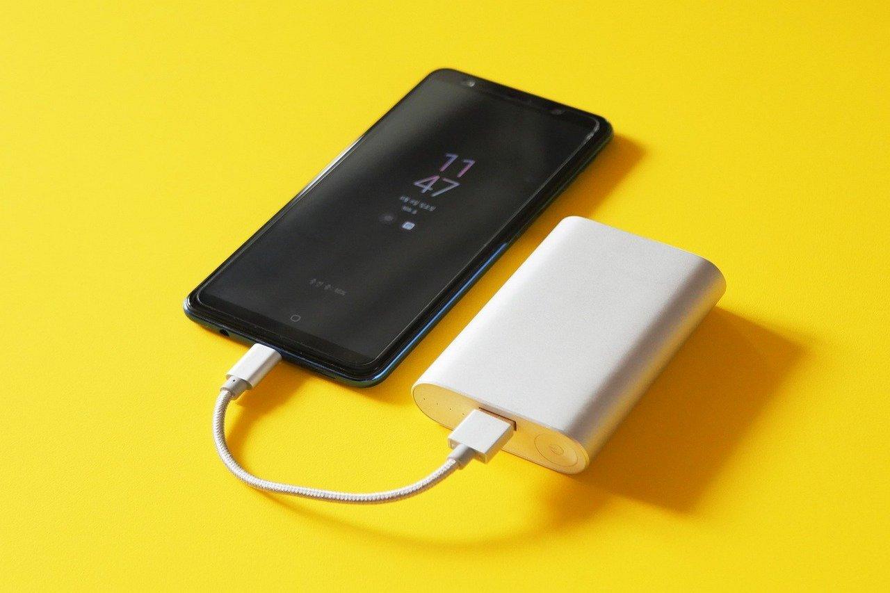 Ładowanie urządzeń akumulatorem