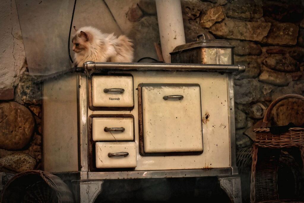 Stary kuchenny kredens